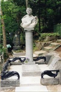 Памятник Максиму Богдановичу в Ялте